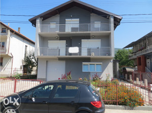 Kuća na tri etaže10mx9m u Lukovom polju