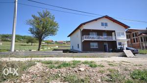 Troetažna kuća u Rakovici