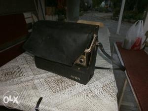 Stari radio- kasetofon AIWA