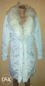 Zenska duga bijela jakna sa krznom