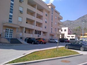 STAN NA DAN Mostar - 063-999-993 + GARAZA