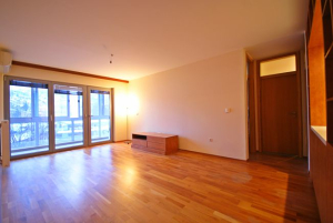 Trosoban stan sa garažom- Velešići - Prodaja
