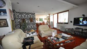 PRODAJEMO luksuzan dvoetažni stan-Koševsko Brdo