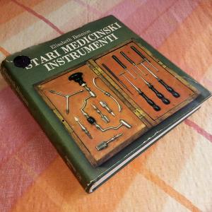Stari medicinski instrumenti (Elisabeth Bennion)