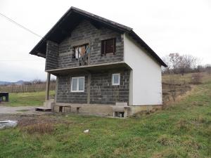 Kuća 7,5mx8m sa 4800m²  zemljišta