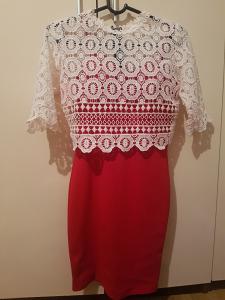 Crvena haljinica malo iznad koljena
