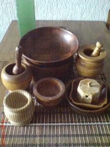 Drveni predmeti posude činije, havani raznih formi