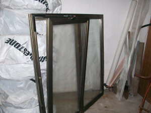 Aluminijski prozor 150x150 vakum staklo sa kipom