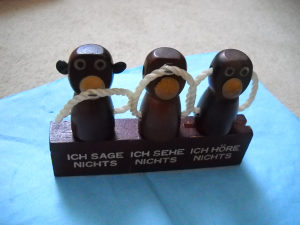 Drveni set za flaše ( boce) - Tri mudra majmuna