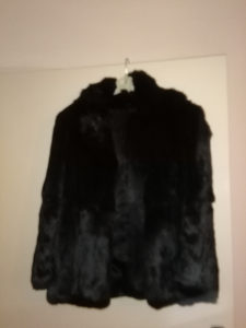 zenska bunda od zecijeg krzna