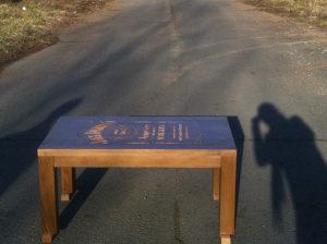 Drveni stolic za dnevni boravak,graviranje po zelji
