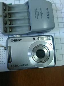 Digitalni foto aparat Sony DSC - S650 sa punjacem