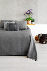Prekrivač za krevet boja siva