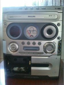 Muzicka linija Philips 2x100w  Aux,Mp3,Cd