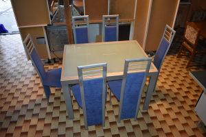 Stol i 6 stolica  Velicina stola 120x90 cm (240x90 cm sa razvlacenjem)   Cijena 450 km
