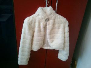 Prodajem žensku jaknu  - NOVA