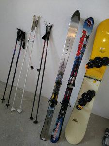 Skije,stapovi i snowboard
