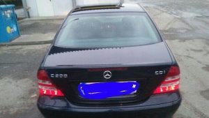 Mercedes c 200 vrlo ocuvan sve potpuno ispravno