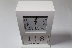 Drvena kutija kalendar+sat