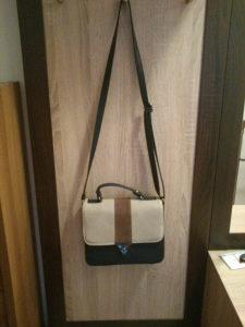Prodajem žensku torbicu