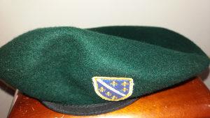 Zelena beretka sa oznakom Armije RBiH - ljiljani