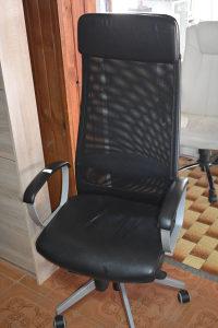 Kancelarijska stolica  Cijena 90 km