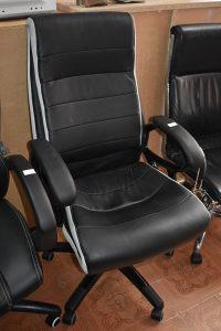 Kancelarijska stolica kožna  Cijena 100 km