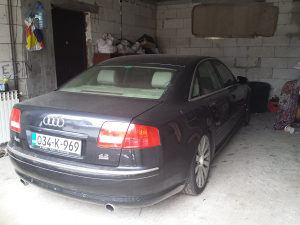 Audi A-8