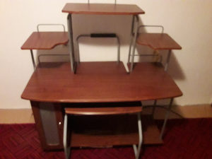 Kompjuterski sto za kompjuter