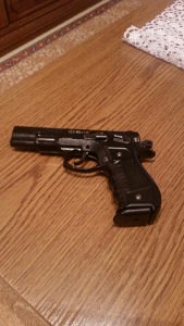 Pistolj startni 9mm