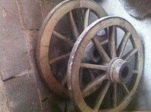 Drveni kotač od starih kola