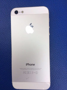 Telefon na prodaju! Iphon 5