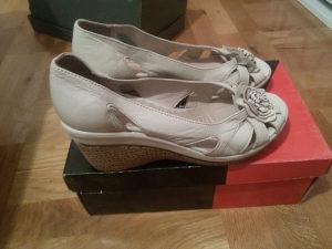 Zenske kozne sandale