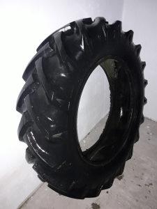 Traktorska guma 12.4 -28