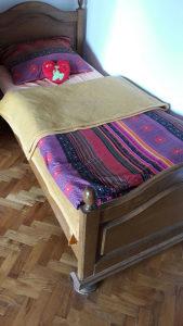 Drveni krevet