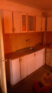 Kuhinja bijela-bukva