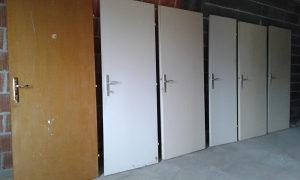 Vrata bez stokova sa bravama i stekama polovna