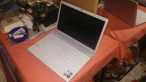 Laptop sony vaio VPCEB1M1E i3