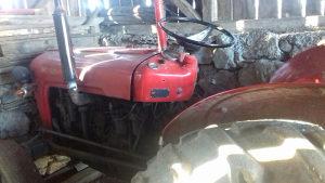 Traktor Imt 535