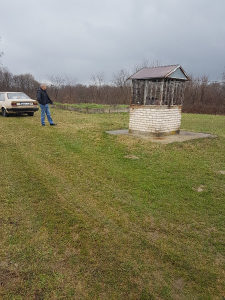 Zemljište plac kuca vikendica u suvom polju...