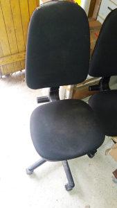Na prodaju stolice za kancelariju / crna boja, 2 komada