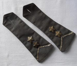 "Oznaka čina ""vodnik 1. klase"" za košulju JNA,par"