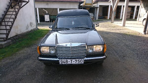Mercedes-Benz 123 300D pogrebno vozilo