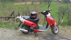 Motor Skuter metali crvena 2006