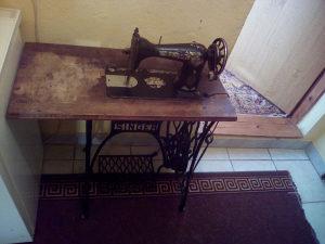 Singer masina za šivanje antikvitet 100 godina stara