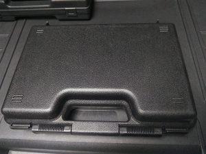 Tvrdi kofer ispunjen spužvom , ojačan za pištolje