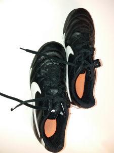 patike za fudbal Nike 41 br