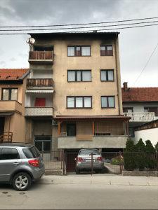 SNIŽENO: Prodaje se stan u Visokom (Centar-kod pošte)