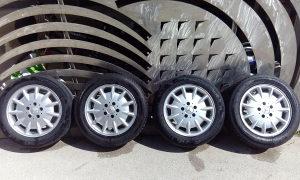 Aluminiske feluge sa gumama za automobil