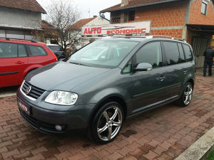 VW TOURAN BENZIN HIGHLINE UVOZ CH